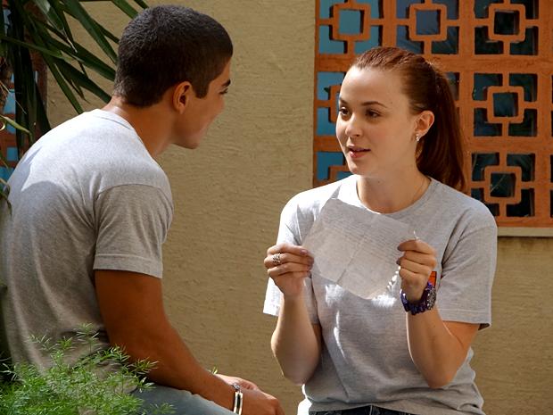 Jefferson compõe uma música para Débora, mas diz que é poema (Foto: Malhação / TV Globo)