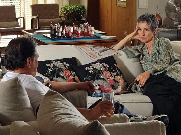 Melissa fica aliviada após conversa com Virgílio (Foto: Amor Eterno Amor/TV Globo)