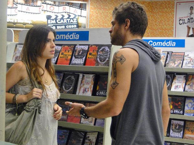 Moisés manda Cristal entregar o gravador ou vai contar a verdade sobre gravidez para Gabriel (Foto: Malhação / Tv Globo)