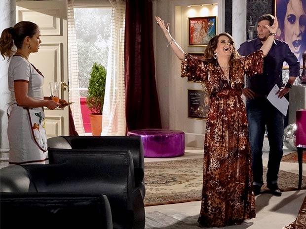 Acudam! Chayene inventa casamento com Fabian e nem avisa o noivo (Foto: Cheias de Charme / TV Globo)