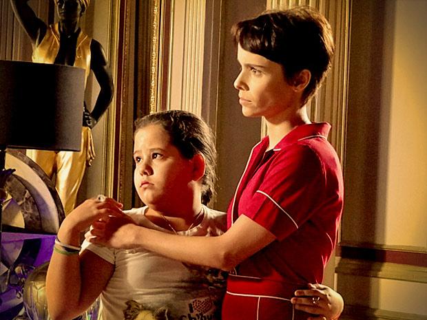 Ágata sofre ao ouvir que Nina não vai mais trabalhar na mansão (Foto: Avenida Brasil/ TV Globo)