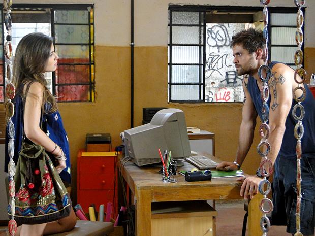 Cristal exige que Moisés negocie um trabalho para ela (Foto: Malhação / TV Globo)
