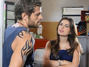Cristal deixa Moisés bolado com proposta (Foto: Malhação / TV Globo)
