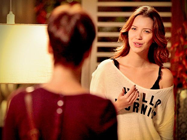 Débora fica chocada quando Nina a incentiva a ir atrás de Jorginho (Foto: Avenida Brasil/ TV Globo)