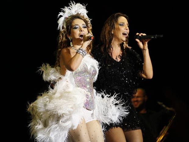 Que dupla! Chayene e Ivete Sangalo arrasam no palco (Foto: Cheias de Charme / TV Globo)
