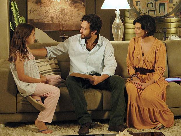 Clara revela a Rodrigo o que Lexor a disse no sonho (Foto: Amor Eterno Amor/TV Globo)