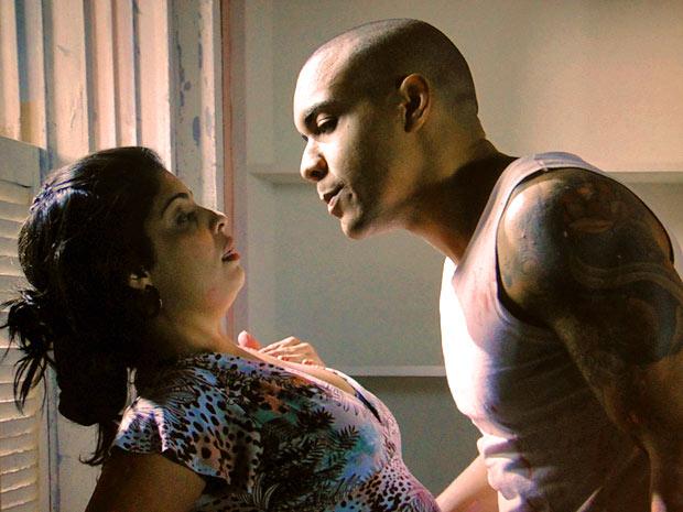 Jair quase dá um beijo em Gracinha (Foto: Amor Eterno Amor/TV Globo)