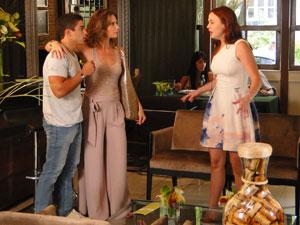 Laura chega e reconhece Jeffinho (Foto: Malhação / Tv Globo)