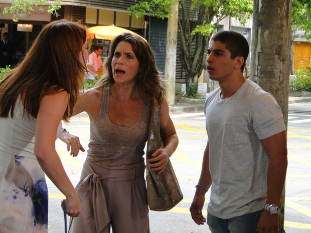 Débora percebe que Jefferson mentiu e faz um barraco (Foto: Malhação / Tv Globo)