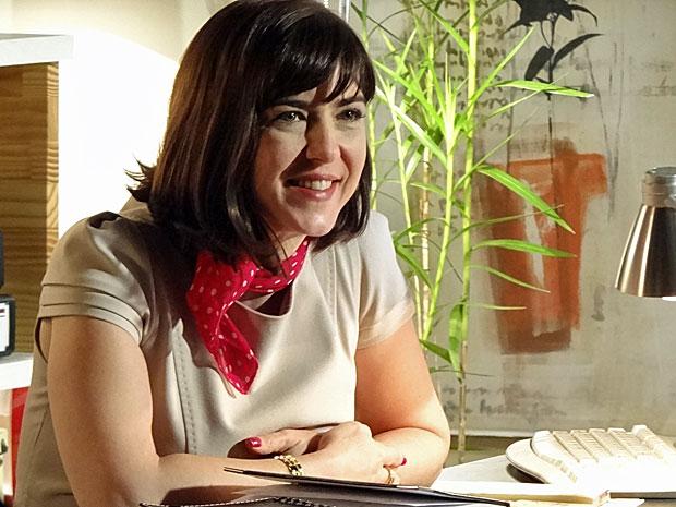 Regina fica toda feliz após a conversa com Fernando (Foto: Amor Eterno Amor/TV Globo)