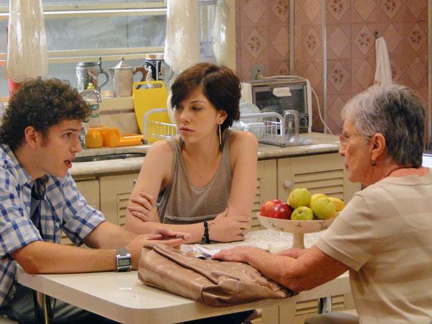 Beatriz acha arriscado e pede para Gabriel não ir, mas ele não dá ouvidos à avô (Foto: Malhação / TV Globo)