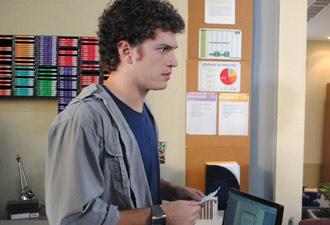 gabriel fica atordoado com a notícia e diz que vai agora atrás de Cristal (Foto: Malhação / TV Globo)
