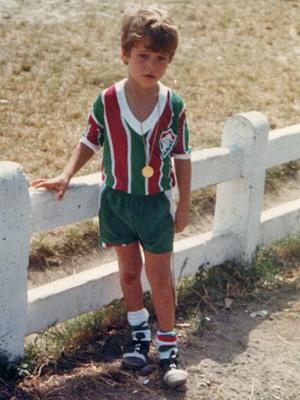 Desde pequenininho ele já mostrava sua paixão pelo time (Foto: Avenida Brasil/ TV Globo)