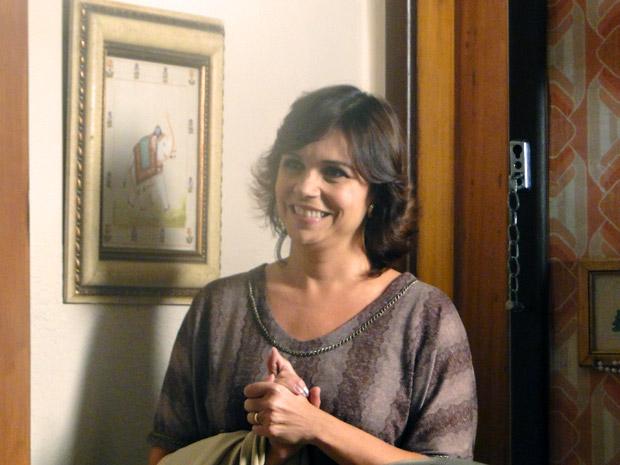 Mãe de Cristal vai até o apartamento da avó de Gabriel. Ele fica surpreso (Foto: Malhação / TV Globo)