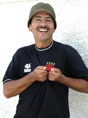 Para Sandro, Cocada é como um santo (Foto: Matheus Cabral / TV Globo)