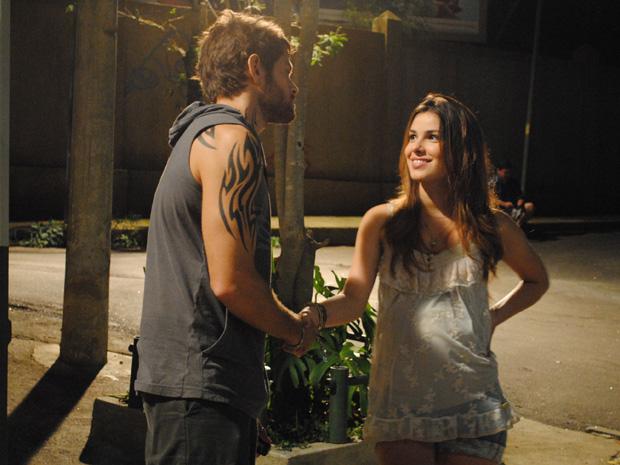 Cristal faz acordo com Moisés (Foto: Malhação / TV Globo)