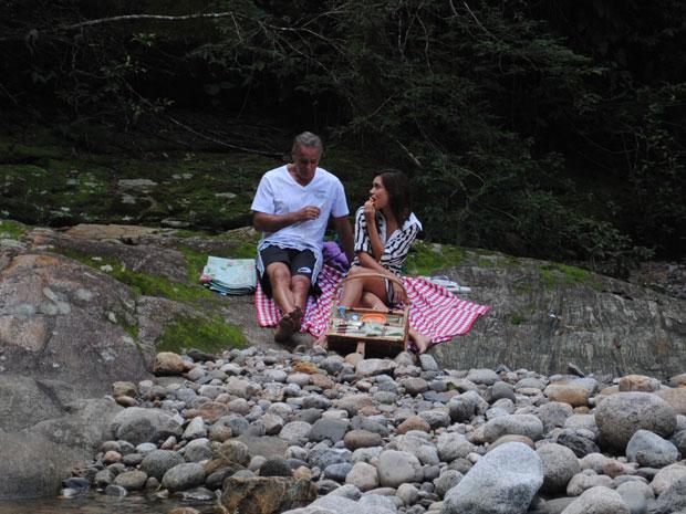 Nelson pede Natália em casamento e ela fica sem fala (Foto: Malhação / Tv Globo)