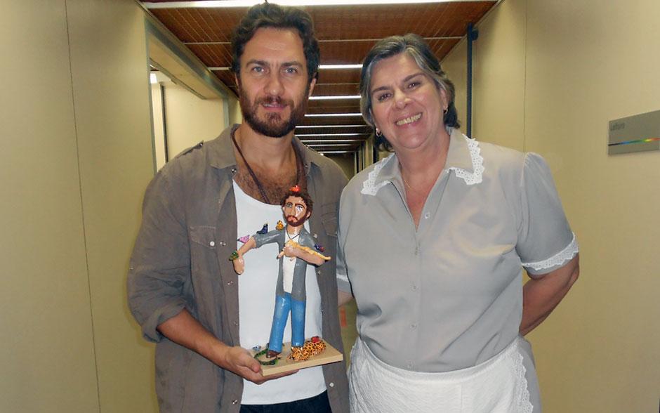 Gabriel Braga Nunes ganhou um boneco de seu personagem, Rodrigo, com os animais que ele tem o dom de amansar