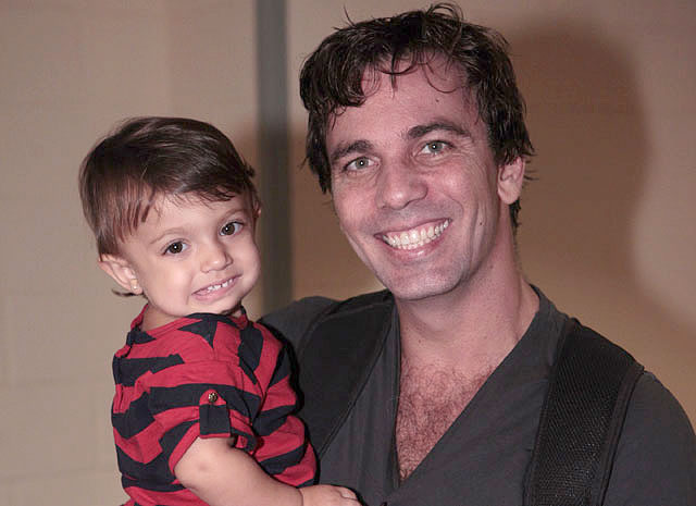 Marcelo Faria recebe visita da filha Felipa durante as gravações (Foto: Amor Eterno Amor/TV Globo)