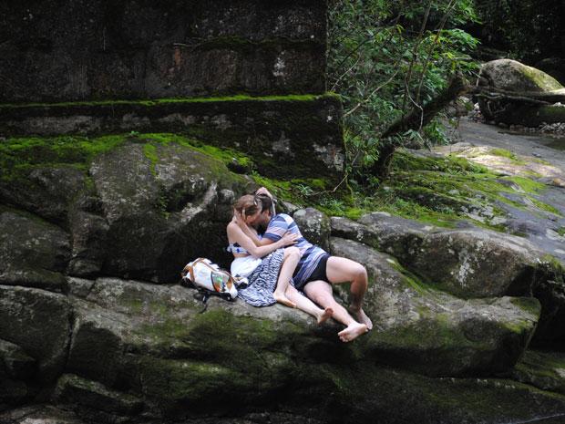 Babi e Guido voltam a cachoeira e beijam muuuuito (Foto: Malhação / Tv Globo)