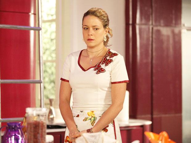 E agora, Rosário? O que a cozinheira vai decidir? (Foto: Cheias de Charme/TV Globo)