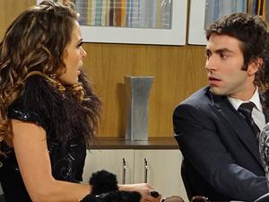 Humberto que se cuide! Chayene fica furiosa com o advogado (Foto: Cheias de Charme / TV Globo)