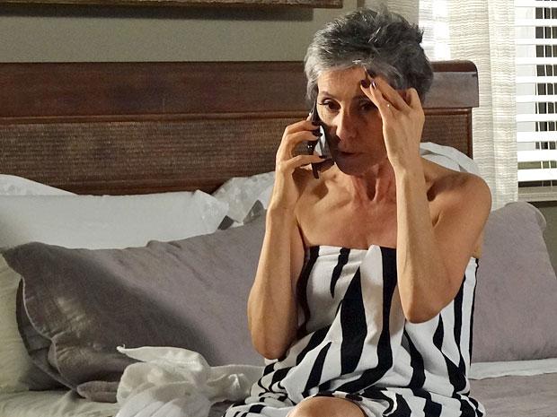 Melissa sofre um grande impacto ao saber que Angélica está viva (Foto: Amor Eterno Amor/TV Globo)