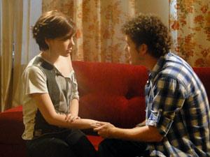 Alexia fica insegura quando gabriel diz que vai passar a tratar bem a rival  (Foto: Malhação / Tv Globo)