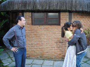Fabiano aprova namoro de Isabela e Filipe (Foto: Malhação / TV Globo)