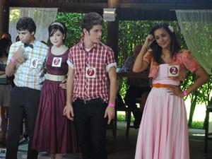 Os casais finalistas trocam de parceiros (Foto: Malhação / TV Globo)