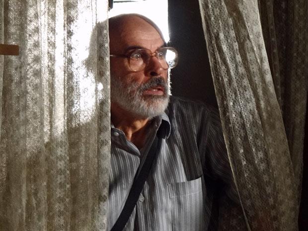 Virgílio se espanta ao ver Angélica viva (Foto: Amor Eterno Amor/TV Globo)