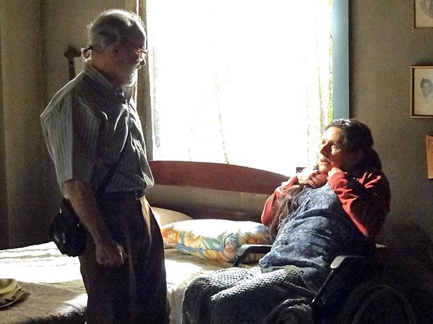 Virgílio não acredita que Angélica mentiu durante tanto tempo (Foto: Amor Eterno Amor/TV Globo)