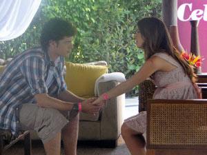 Gabriel fica desconfiado de Cristal e pergunta se ela não sabia de nada (Foto: Malhação / Tv Globo)