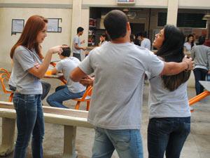 Jeff tenta acalmar os ânimos (Foto: Malhação / Tv Globo)