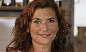 Mãe de cinco filhos, Marina Mota alia paixão pelos palcos à música (Aquele beijo / TV Globo)