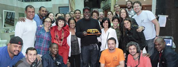 Equipe de Amor Eterno Amor entrou na surpresa organizada por Cassia Kis Magro (Foto: Amor Eterno Amor / TV Globo)