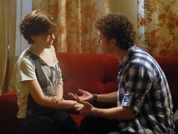 Gabriel diz a Alexia que já reconheceu o filho no cartório e ficará livre das ameaças de Cristal (Foto: Malhação / Tv Globo)