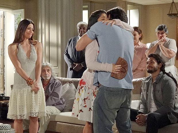 Gracinha consegue o perdão de Tobias: 'Te amo tanto que chega a doer as tripas!'