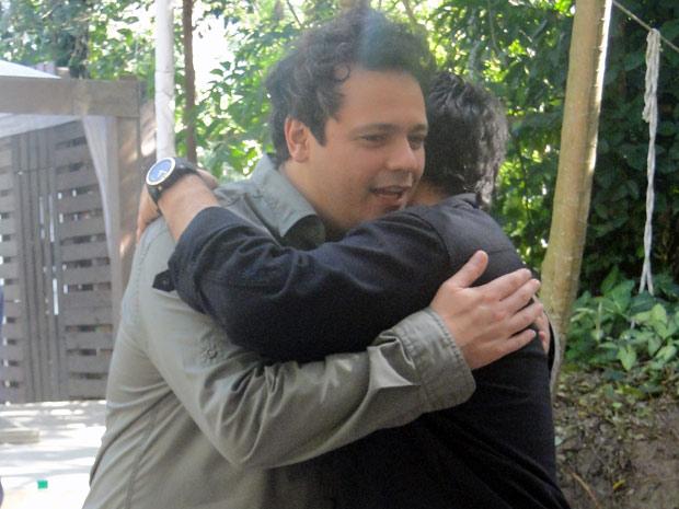 Lima Jr, o Bertoni, felicita o colega de trabalho