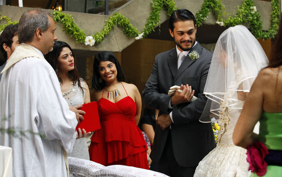 Josué recebe Valéria no altar montado no pátio do São Jorge