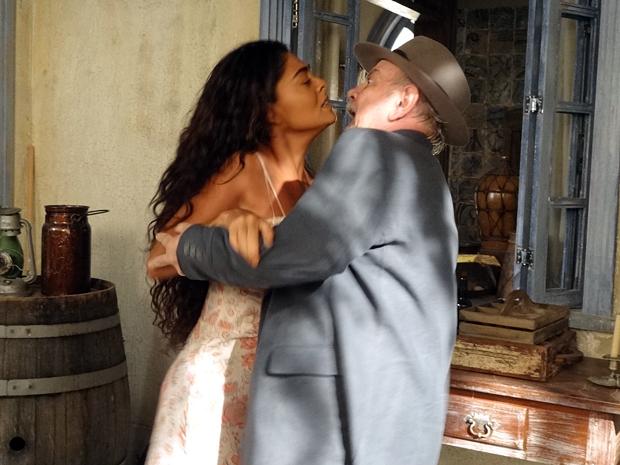 Ribeirinho tenta agarrar Gabriela