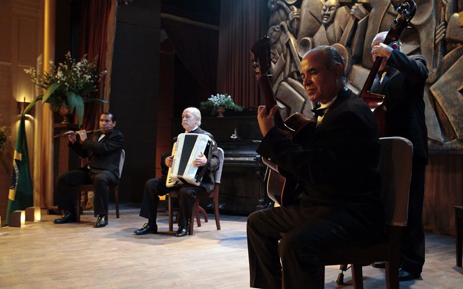 Depois da cerimônia, músicos embalam a festa na Associação Comercial de Ilhéus