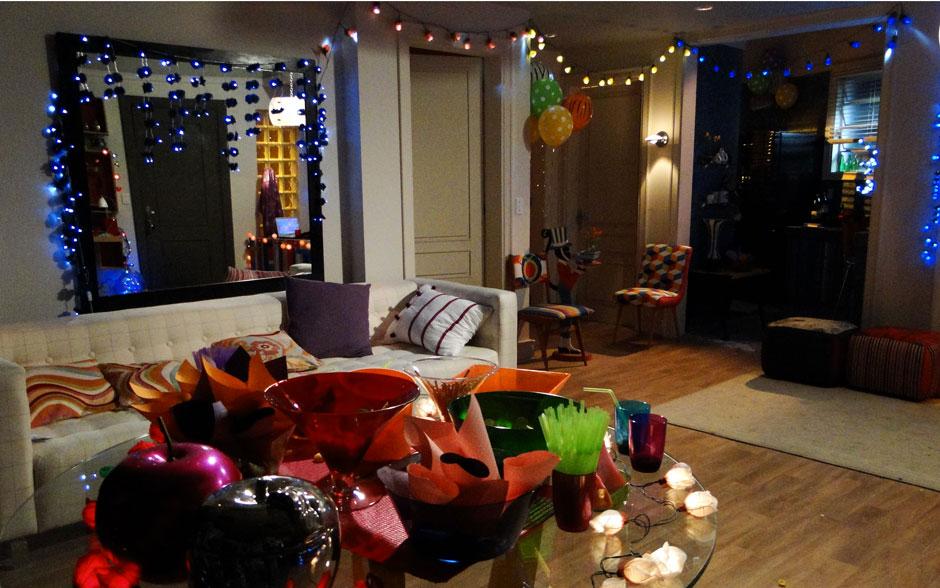 Para dar um up na decoração, nada melhor do que copos, canudos e pratinhos coloridos. É baratinho e faz a maior diferença!
