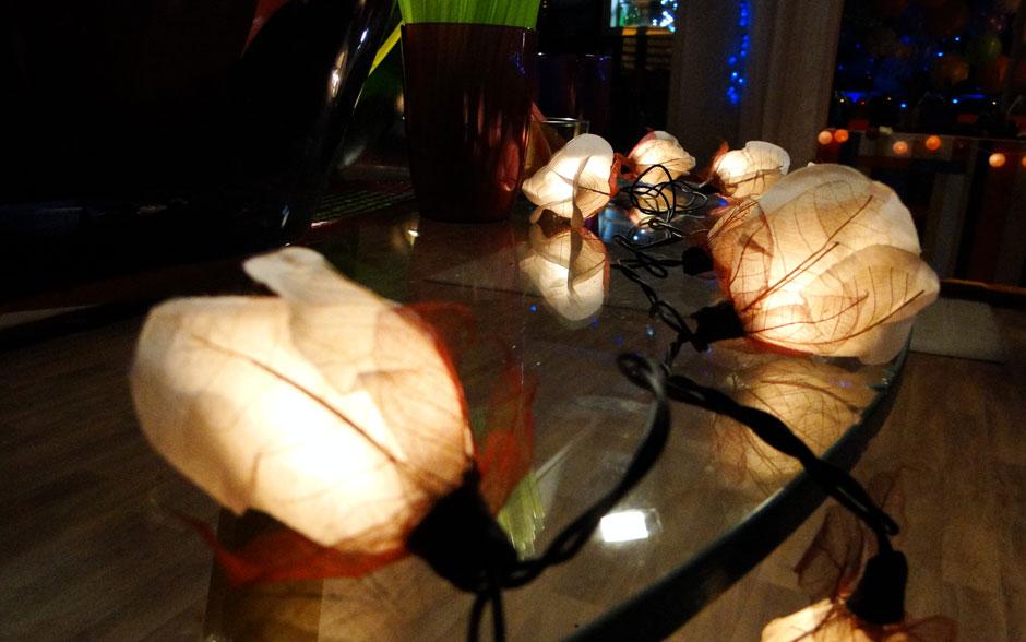Mais um fios de lâmpadas de flores que é puro charme!