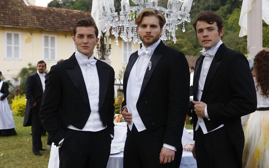 Klebber Toledo, Thiago Fragoso e Daniel Dalcin impecáveis em suas casacas