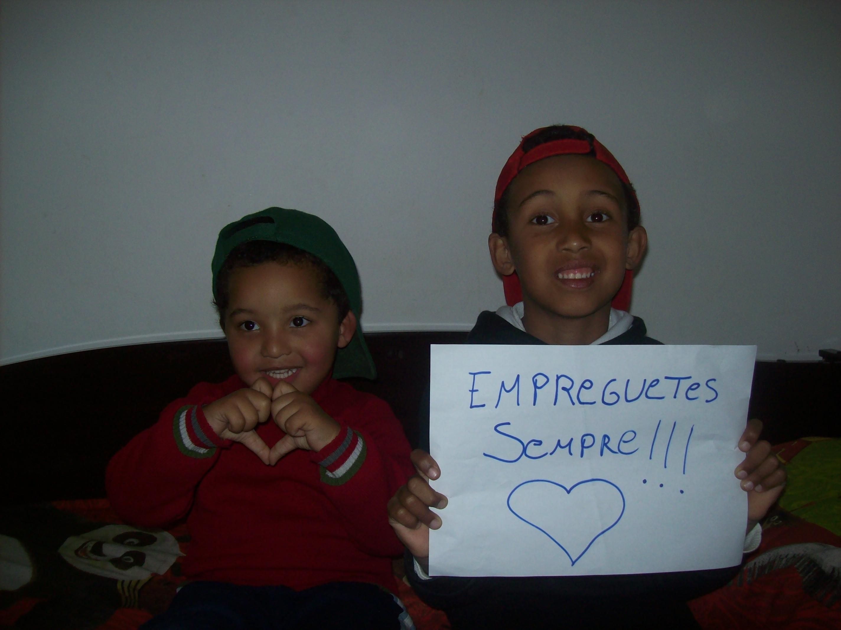 A Rejane Catiussa Rodrigues mandou uma foto da molecada que dá força para as Empreguetes