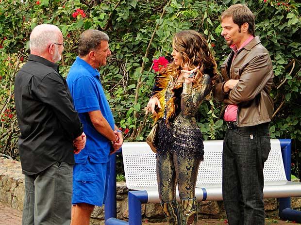Na cara dura, Chayene pede papel para Jorge Fernando e Sílvio de Abreu