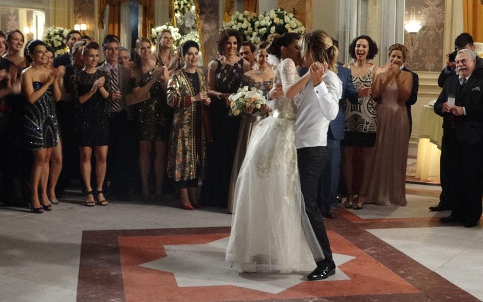 Depois da dança, um beijo apaixonado