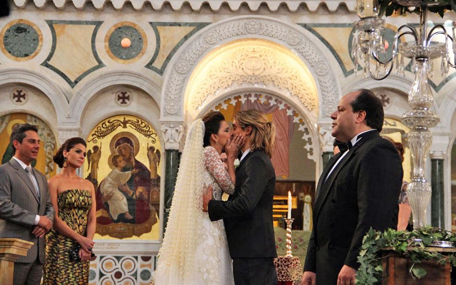 Drika e Pepeu se beijam no final da cerimônia