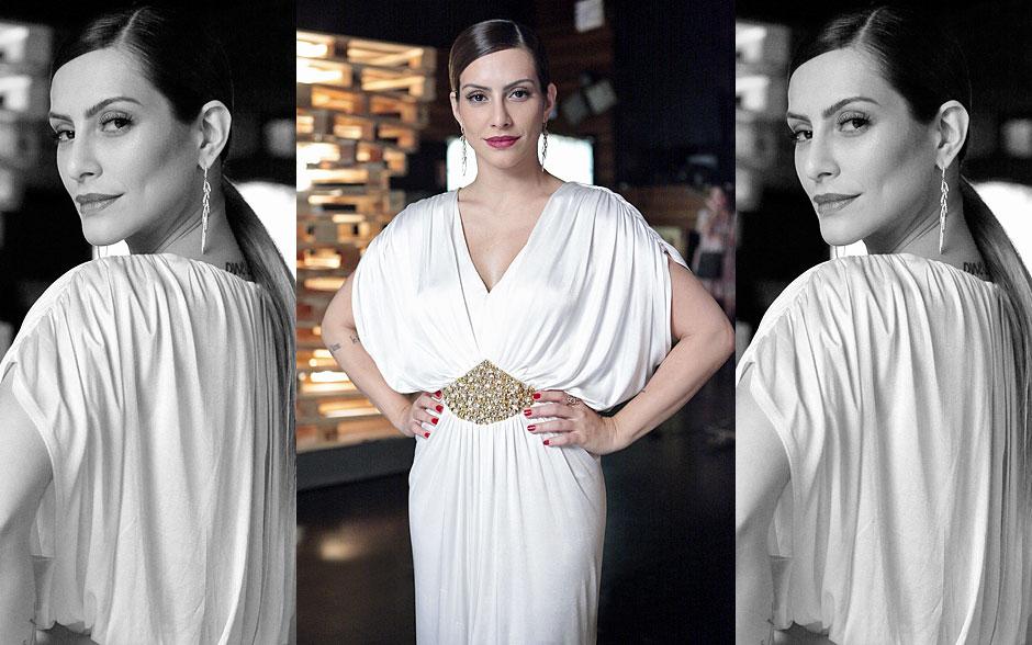 Bianca exibe um belíssimo e elengante vestido branco